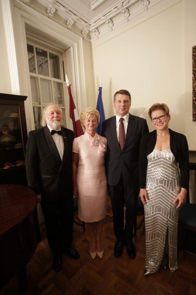 Mit dem Lettisches Präsidenten Herr Vejonis mir Frau und dem Pianisten Prof. Ventil Zilberts In der Lettischen UNO Botschaft in New York nach dem Konzert